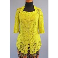 Kebaya klassiek lemon groen met bijpassende sarong