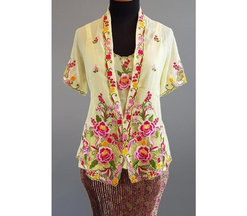 Kebaya nyonya korte mouw met bijpassende sarong plissé