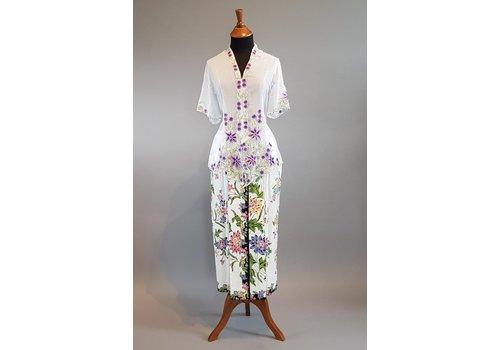 Kebaya nyonya wit met bijpassende sarong encim