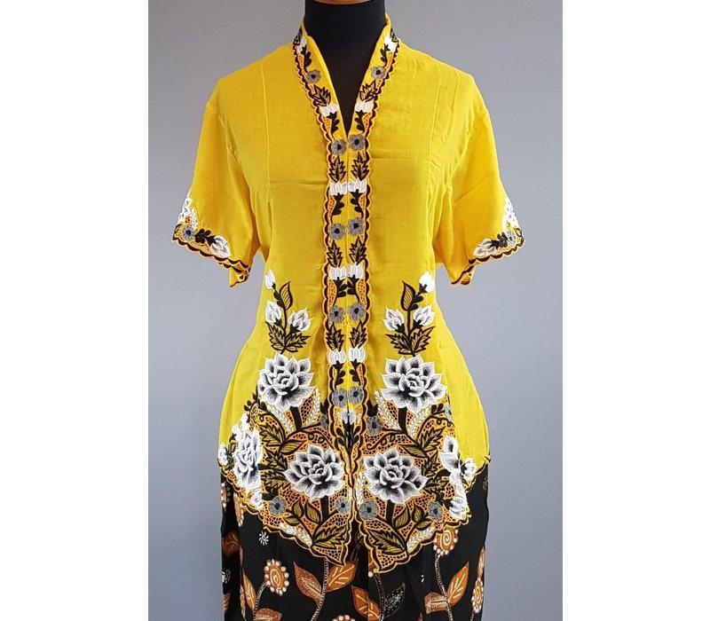 Kebaya nyonya geel korte mouw met bijpassende korte rok