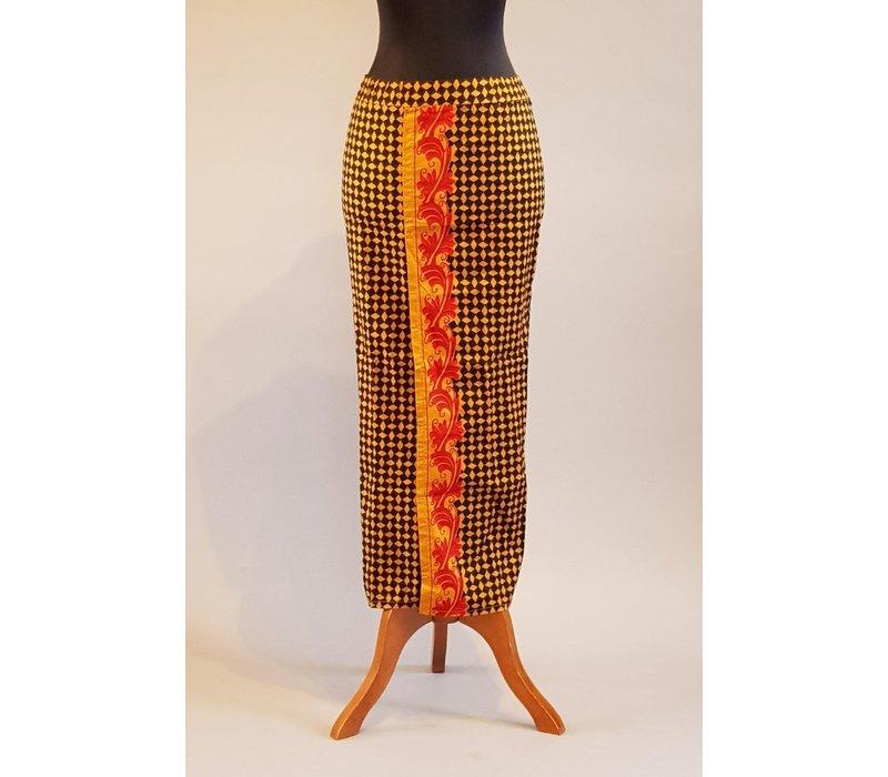 Kebaya Bali kastanje bruin met bijpassende sarong