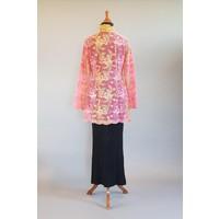 Kebaya glamour roze met bijpassende sarong plissé