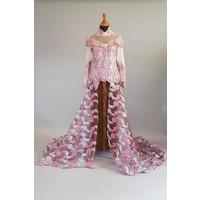 Bruids kebaya cyclaam met sleep & bijpassende batik sarong
