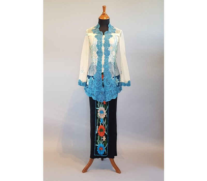 Kebaya modern petrol met bijpassende sarong plissé