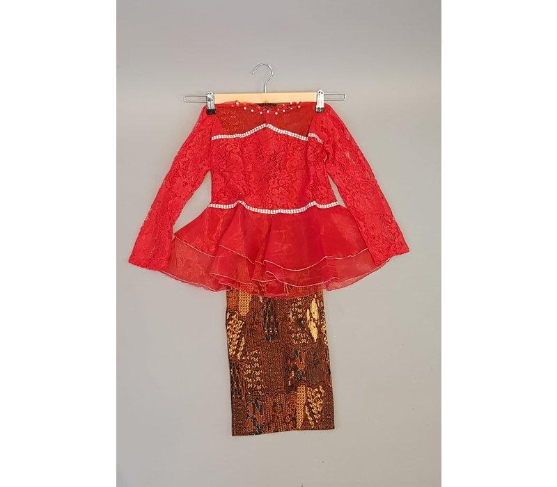 Kinder kebaya trendy rood met bijpassende sarong plissé