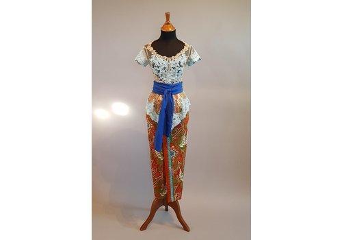 Kebaya lucht blauw korte mouw met bijpassende sarong