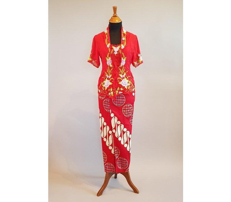 Kebaya klassiek rood korte mouw met bijpassende sarong