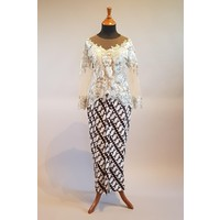 Kebaya elegant lichtgrijs met bijpassende sarong