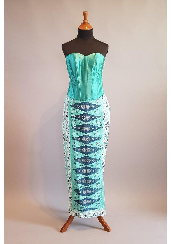 Kebaya modern muntgroen met bijpassende sarong & selendang