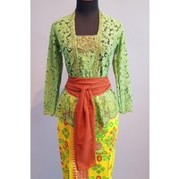 Kebaya Bali grasgroen met bijpassende sarong