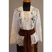 Kebaya Bali wit met bijpassende sarong