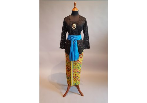 Kebaya Bali zwart met bijpassende sarong