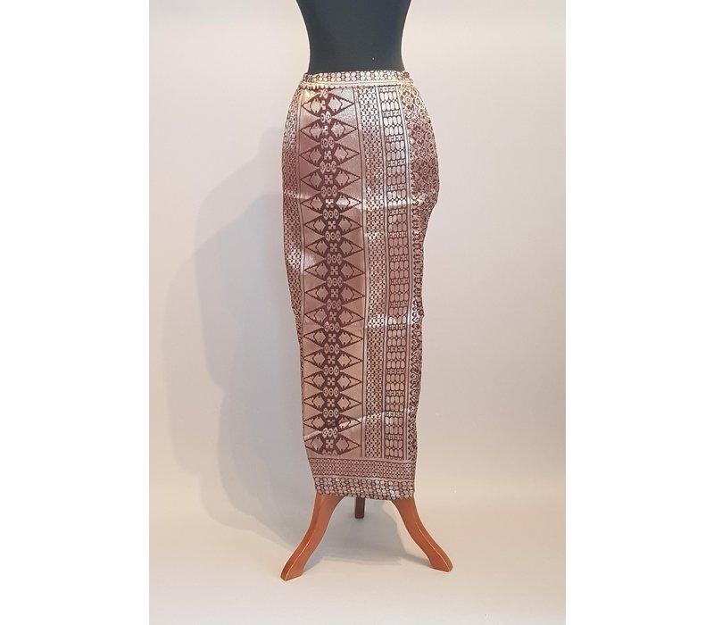 Kebaya bordoux met bijpassende sarong songket & selendang
