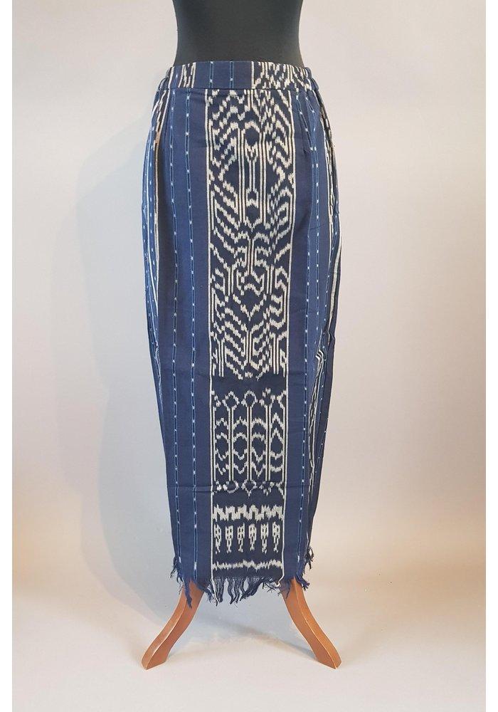 Kebaya casual lurik met bijpassende sarong songket