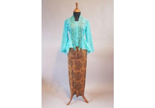 Kebaya modern turquoise met bijpassende sarong