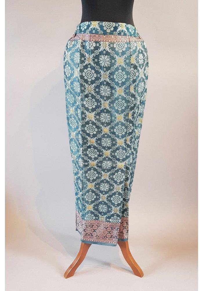 Kebaya casual turquoise met bijpassende sarong songket