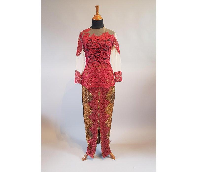 Kebaya elegant rood met bijpassende sarong