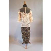 Kebaya elegant beige met bijpassende sarong