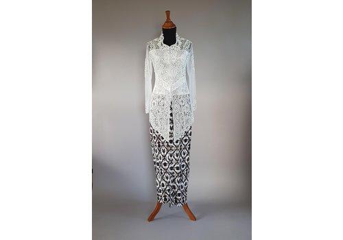 Kebaya glamour wit met bijpassende sarong