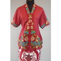 Kebaya bordeaux korte mouw met bijpassende sarong