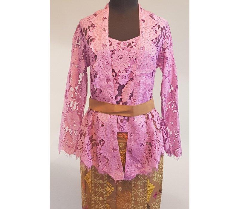 Kebaya Bali violet met bijpassende sarong