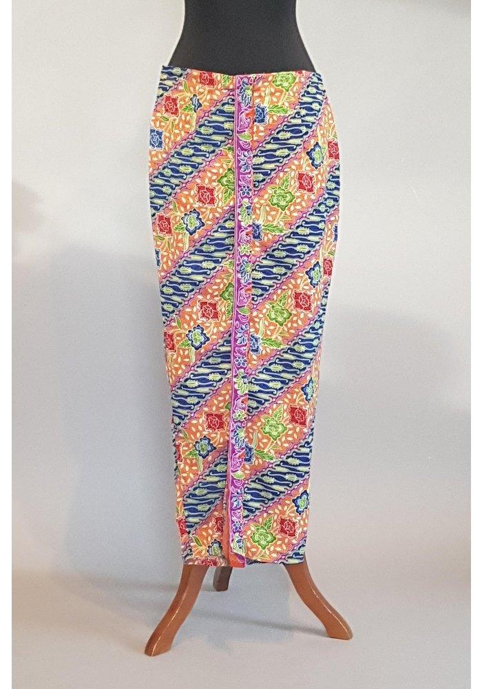 Kebaya elegant oranje met bijpassende sarong