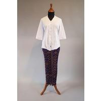 Kebaya klassiek wit met bijpassende sarong plissé