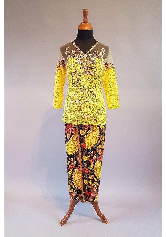 Kebaya retro geel met bijpassende sarong
