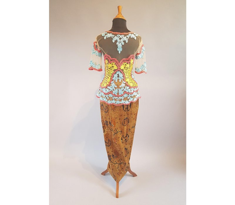 Kebaya retro pastel met bijpassende sarong