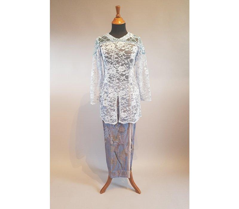 Kebaya licht blauw met bijpassende sarong