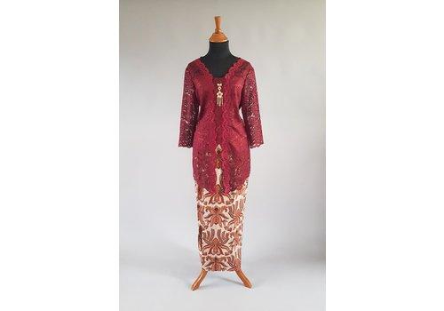 Kebaya bordeaux 3/4 mouw  met bijpassende sarong