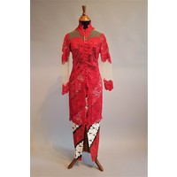 Kebaya modern rood kant met bijpassende sarong