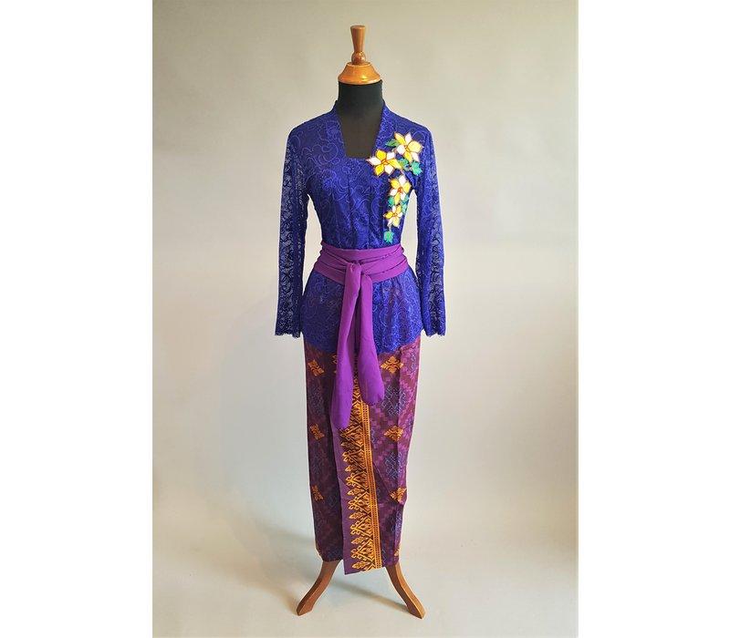 Kebaya Bali elektrisch blauw met bijpassende sarong & selendang