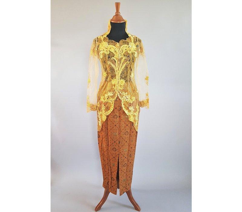 Kebaya modern goud met bijpassende sarong