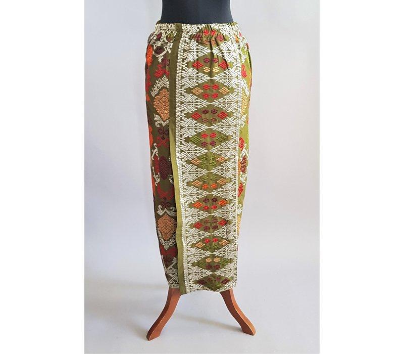 Kebaya kaneel bruin met bijpassende sarong