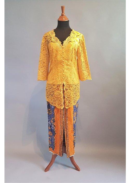 Kebaya mosterd geel 3/4 mouw met bijpassende sarong