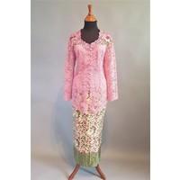 Kebaya klassiek oud roze met bijpassende sarong