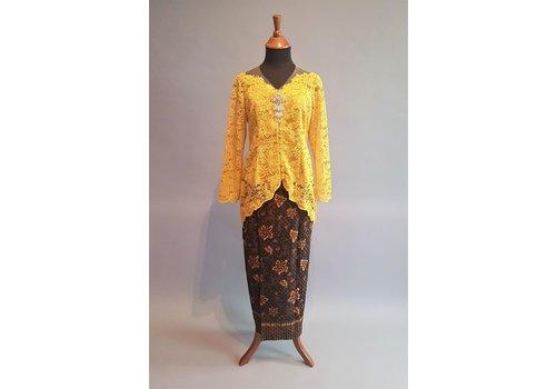 Kebaya elegant mosterd geel met bijpassende sarong