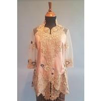Kebaya elegant beige 3/4 mouw met bijpassende sarong