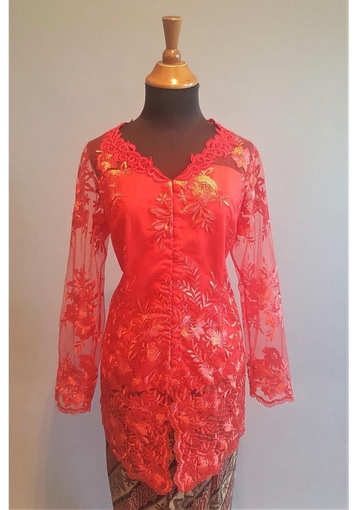 Kebaya elegant rode peper met bijpassende sarong