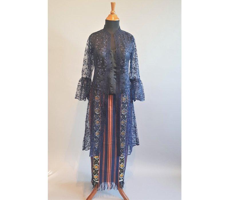 Outer donker blauw met bijpassende sarong songket