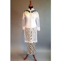 Kebaya jasmijn wit met bijpassende sarong plissé