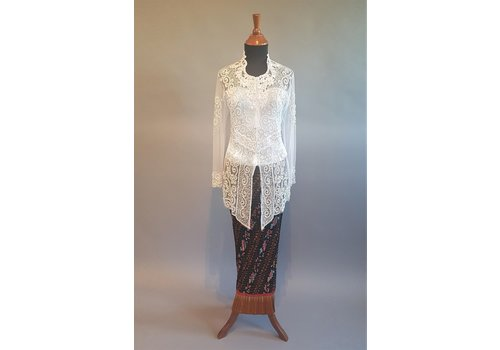 Kebaya glamour wit met bijpassende plissé rok