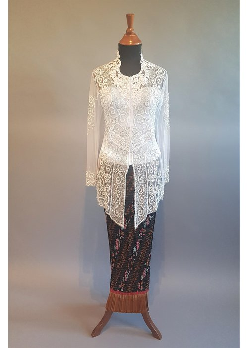 Kebaya glamour wit met bijpassende rok plissé
