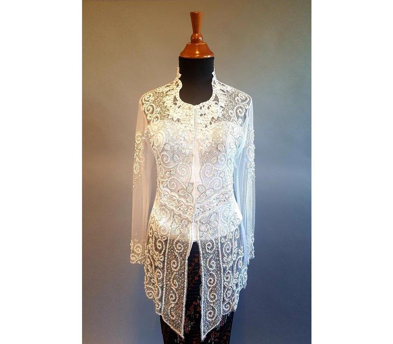 Kebaya glamour wit met bijpassende sarong plissé