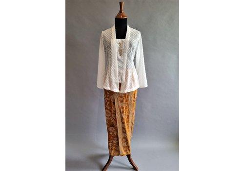 Kebaya witte jasmijn met bijpassende sarong