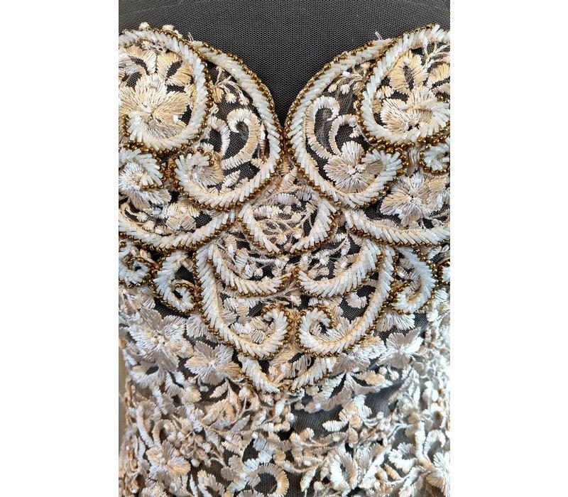 Kebaya glamour beige met bijpassende rok plissé