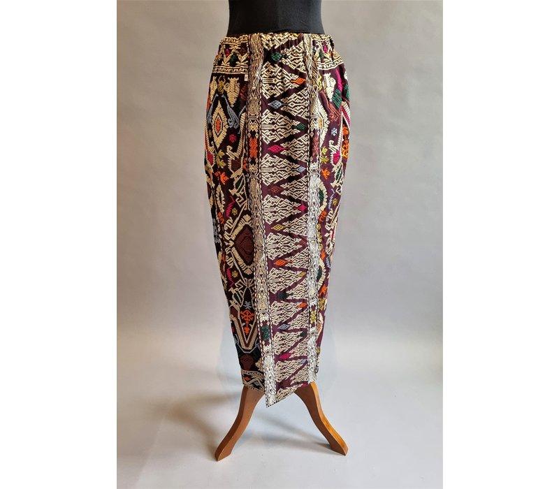 Kebaya trendy wit met bijpassende sarong