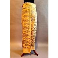 Kebaya Bali wit met bijpassende wikkel sarong en selendang