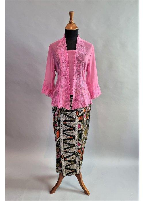 Kebaya elegant roze 3/4 mouw met bijpassende sarong